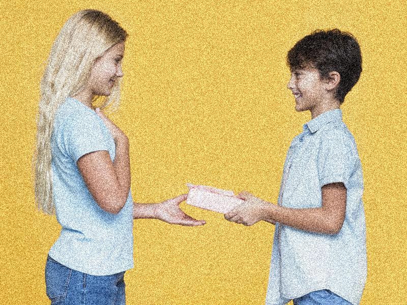 Виды подарков на именины для всех