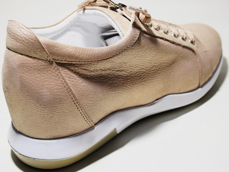 Сникерсы: спортивная обувь для посведневной носки